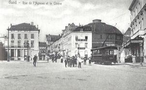 zicht op de Lammerstraat met circus
